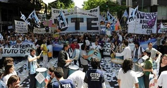 Los principales gremios docentes rechazaron la nueva oferta salarial de Larreta