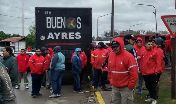 Crece el conflicto entre Camioneros y las distribuidoras de bebidas
