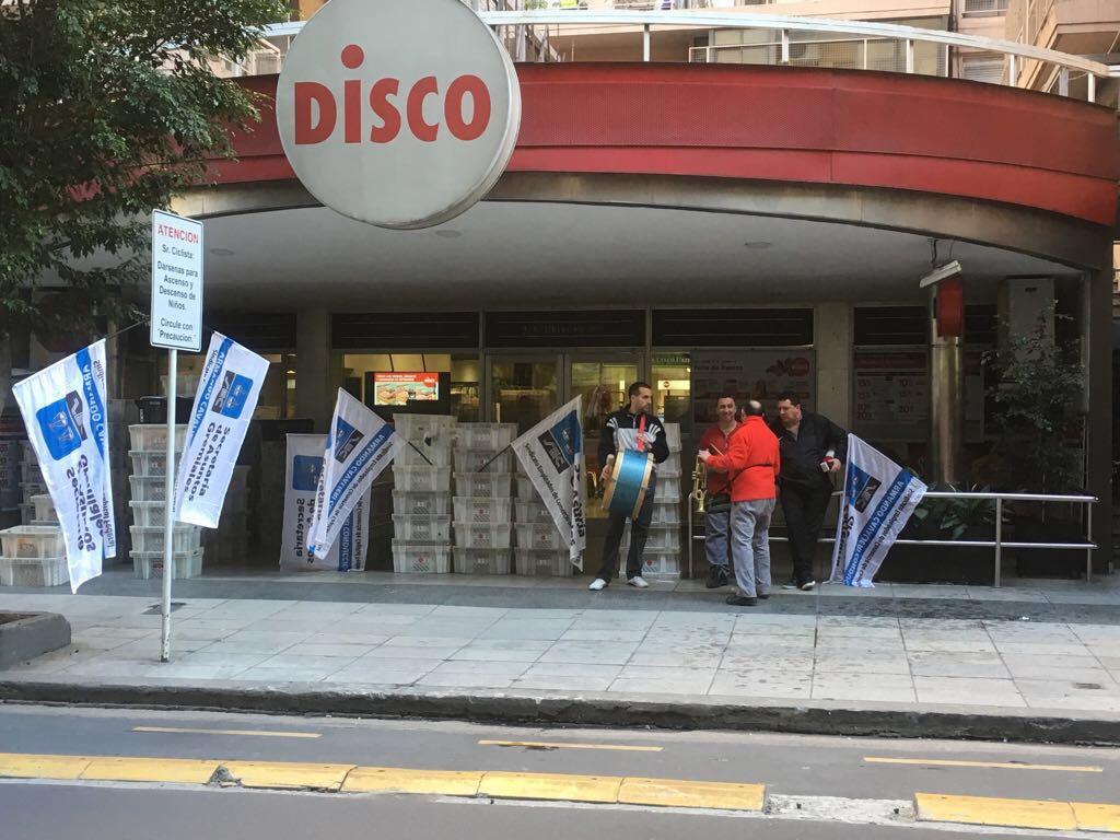 Siguen los despidos en supermercados, ahora en Disco