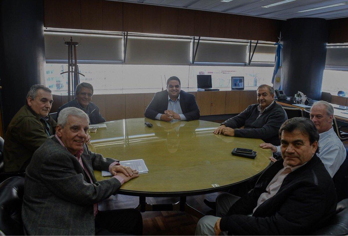 Cumbre y gestos de acercamiento entre la CGT y el Gobierno