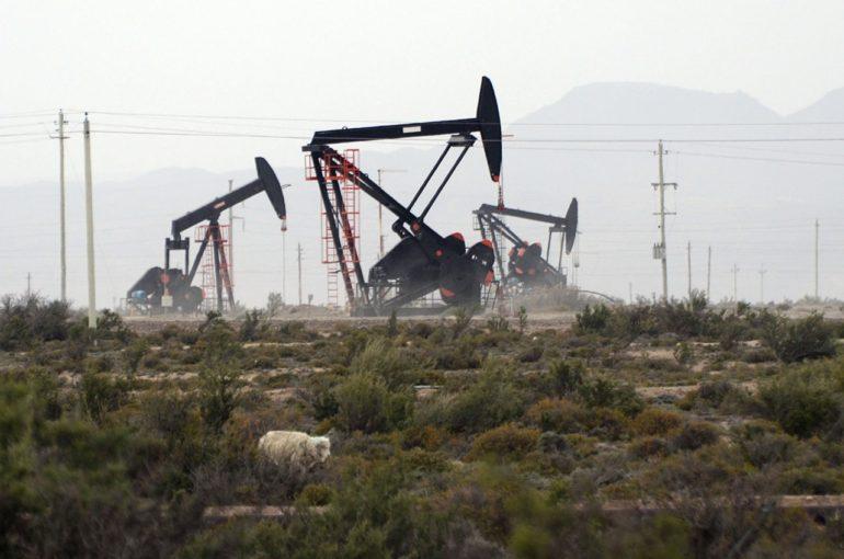 Tensión por 130 despidos de petroleros en Santa Cruz