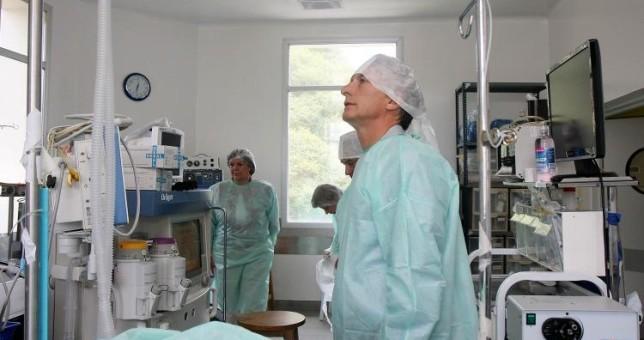 Médicos destruyeron la Cobertura Universal que promociona el Gobierno