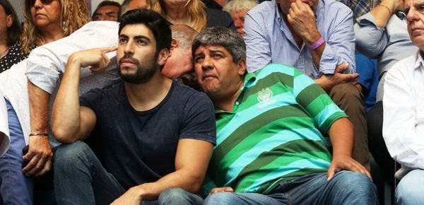 Otro Moyano le hace gestos a CFK