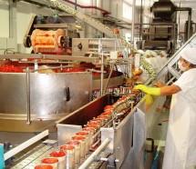 Por deudas salariales, paralizan la procesadora de frutas La Colina