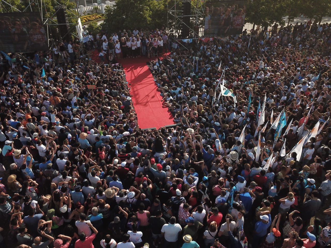 """CFK se reunió con sindicalistas y dijo que las reformas """"esconden pérdida de derechos"""""""