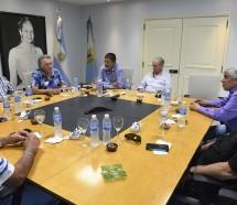 Una cumbre con Moyano y Barrionuevo le dio vida al triunvirato para pasar el verano