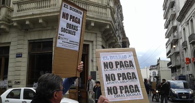 Tres meses de deuda salarial y paro, en un diario propiedad de un ministro de Macri