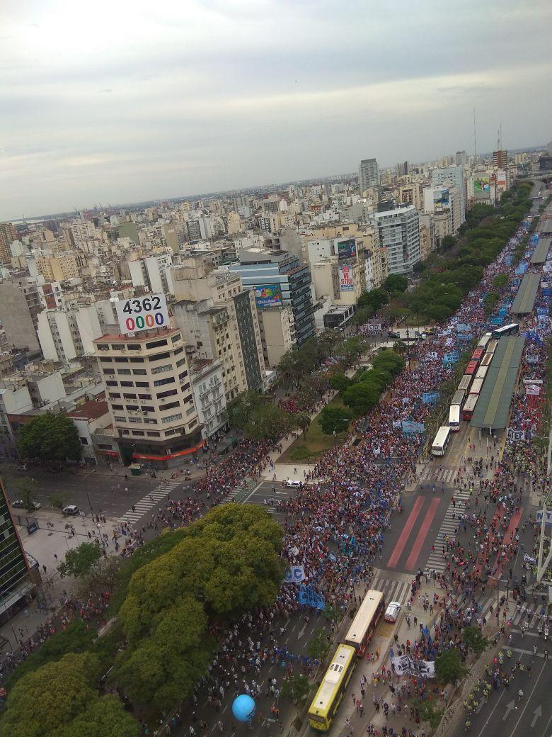 Multitudinaria protesta de los movimientos sociales contra las reformas