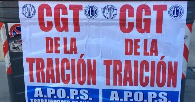 Fabré se cansó y empapeló la ciudad con un mensaje para la CGT