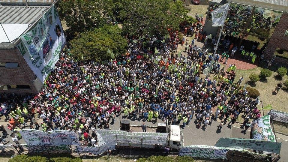 Asambleas y barreras levantadas, para sostener los empleos en las cabinas de peajes