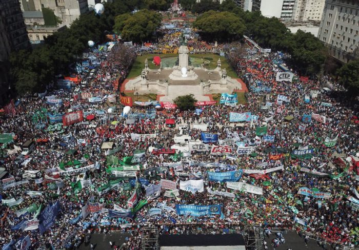 El Gobierno va el lunes por la reforma previsional y los gremios convocan a movilizar