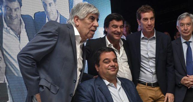 Foto entre Moyano y Triaca, mientras Macri todavía testea el terreno para al Reforma Laboral