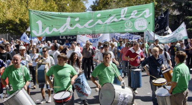 Judiciales bonaerenses piden que se aplique la cláusula gatillo
