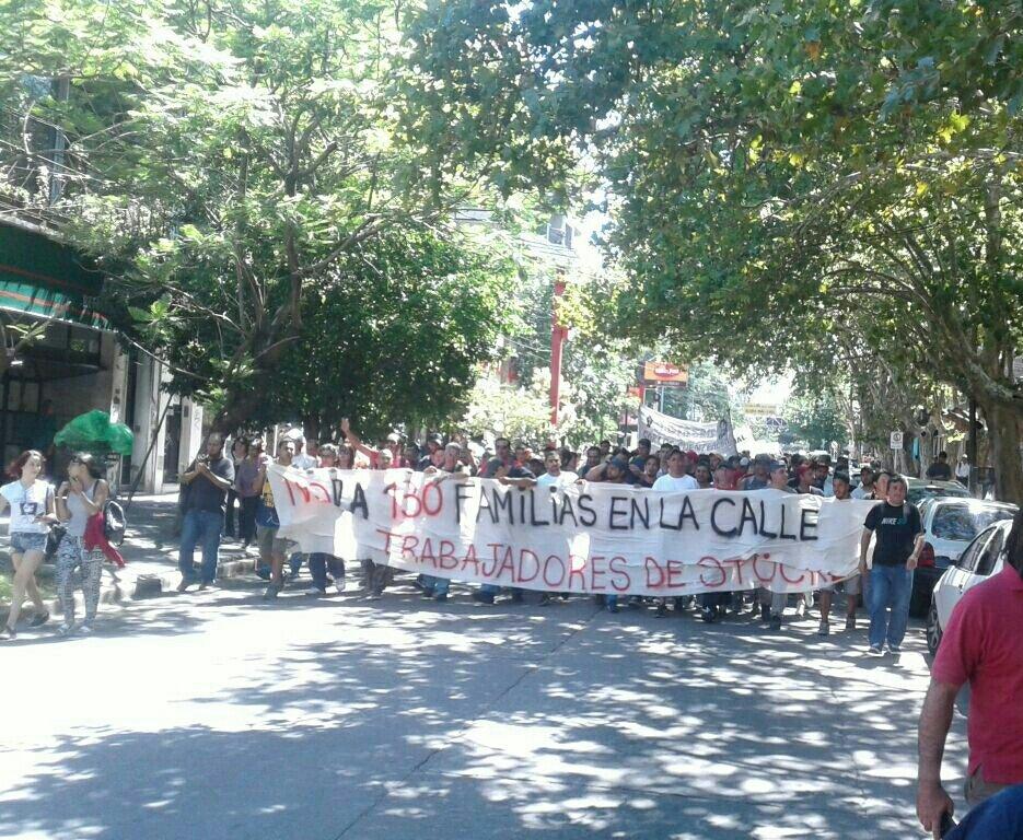 Los 130 despedidos de Stockl movilizaron para defender sus empleos