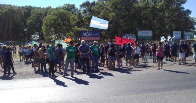 """Acampe en Fabricaciones Militares: """"Todo el pueblo de Azul está indignado"""""""