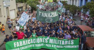 Mientras los operarios acampan, el Gobierno ratifica el cierre de FANAZUL