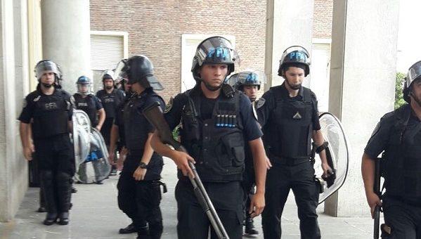 El Gobierno militarizó el Posadas para garantizar los 120 despidos