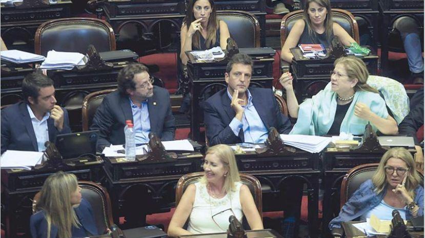 El massismo también pide que Triaca vaya al Congreso a dar explicaciones