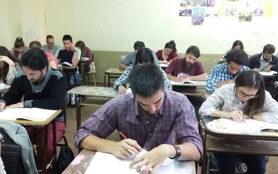 Docentes porteños advierten sobre el cierre del plan Fines y el despido de 80 profesores