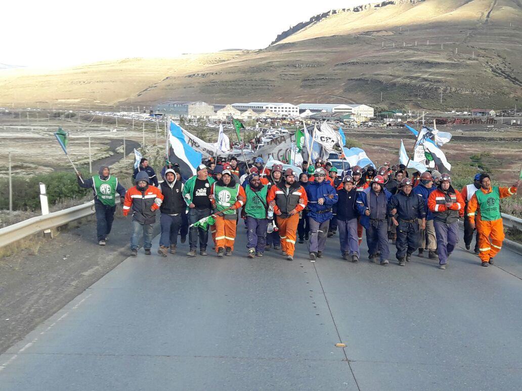 También los trabajadores radicales piden que se retrotraigan los despidos en Río Turbio