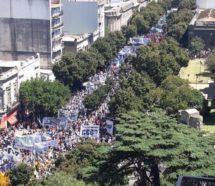 Masivas movilizaciones calentaron la antesala del #21F