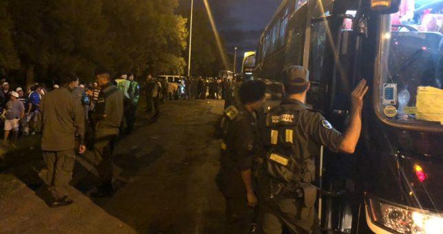 Camioneros denuncia abusos de Gendarmería y el secuestro de micros para desinflar la marcha