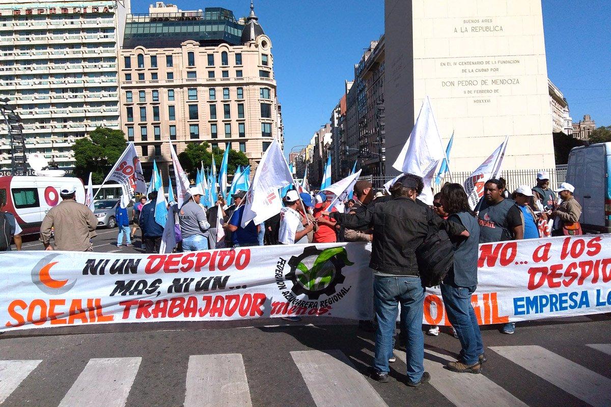 """Acampe azucarero en el Obelisco contra el """"plan sistemático para despedir y bajar salarios"""""""