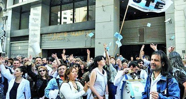 Los docentes movilizan contra el cierre de 13 sedes del plan FINES