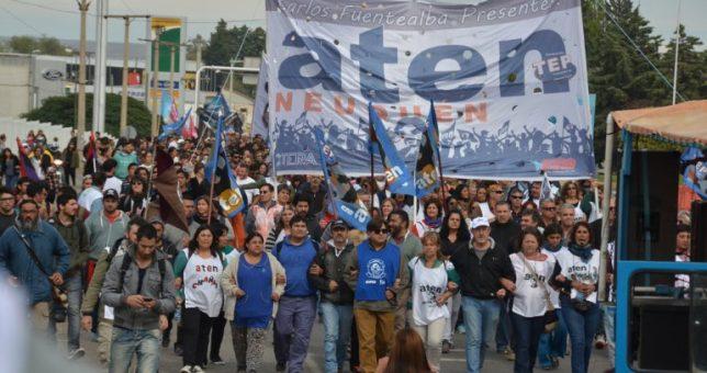 Sin convocatoria para discutir salarios, cinco días de paro de los docentes neuquinos