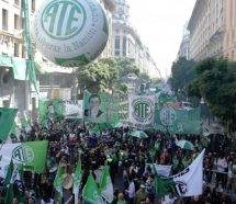 """El plan de retiros voluntarios de Macri """"es una versión devaluada de los 90"""""""
