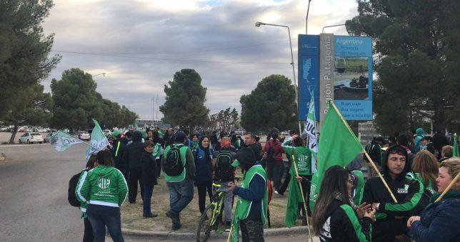 """Estatales repudiaron la visita de Macri a Neuquén: """"Es responsable de los despidos, el ajuste y el tarifazo"""""""