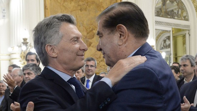 Investigan negocios entre YPF y empresas de uno de los sindicalistas favoritos de Macri