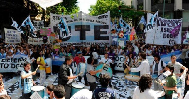 Alarmados por el índice de inflación, docentes porteños piden revisión inmediata de los salarios