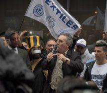 """La CGT marchó contra el tarifazo y Schmid disparó: """"¡Nos están agarrando de boludos!"""""""