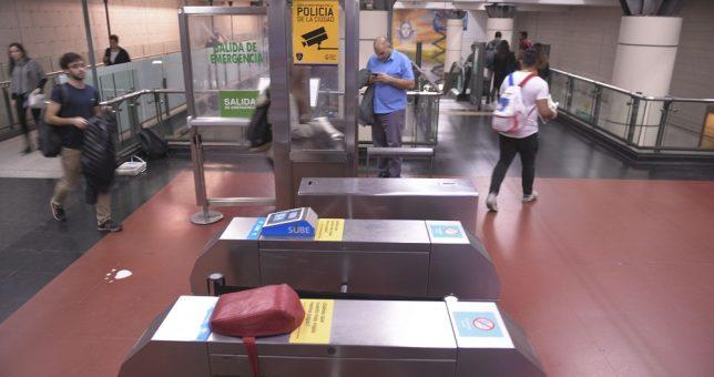 Metrovías suspendió 70 trabajadores por los paros y se enciende en conflicto en el Subte