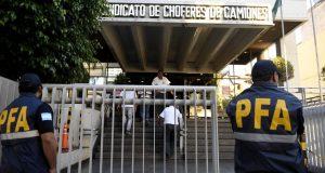 Doble golpe judicial a Moyano: allanan Camioneros y lo citan a indagatoria