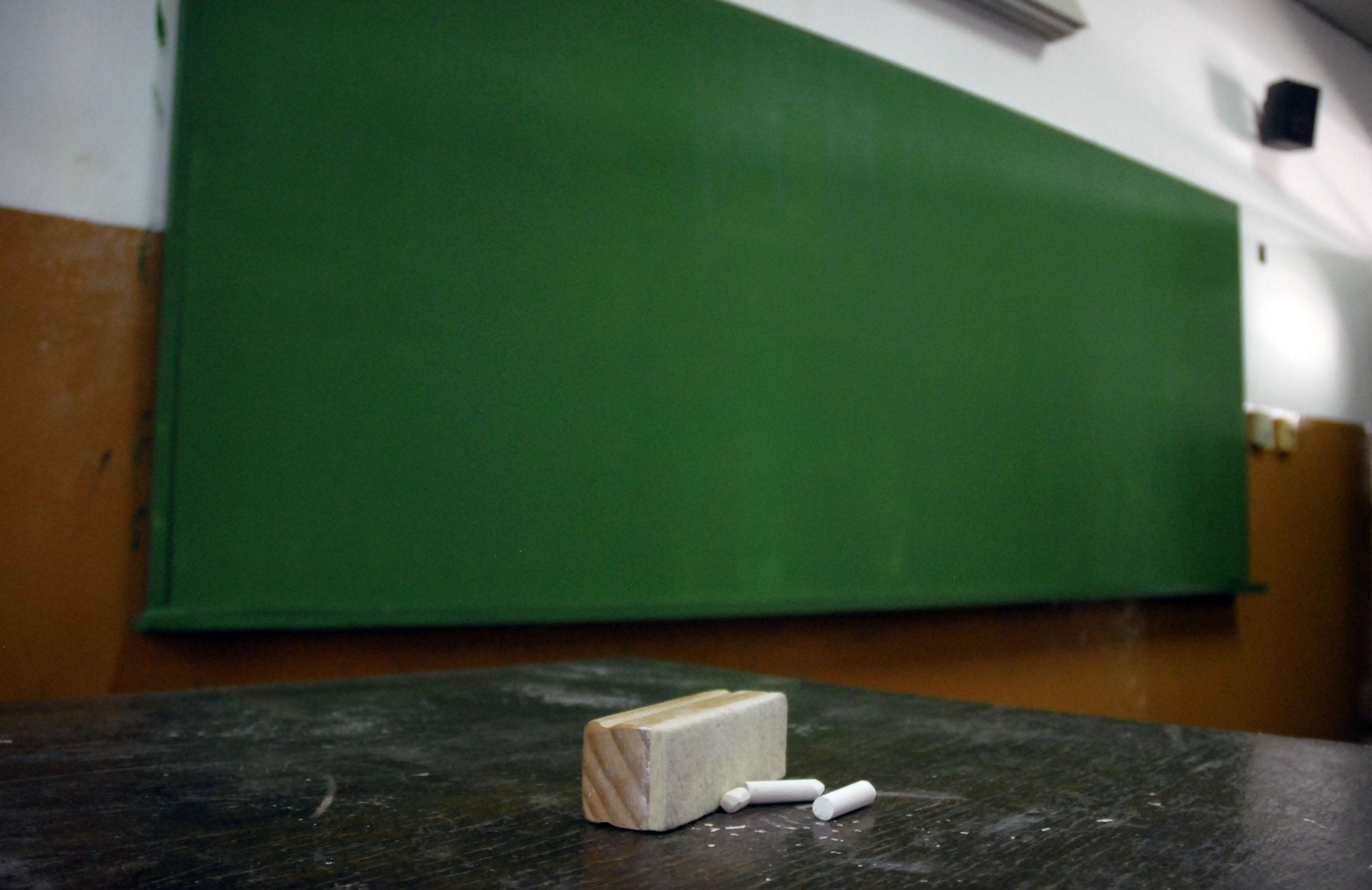 """Informe señala que el salario de los docentes argentinos """"es uno de los más bajos del mundo"""""""