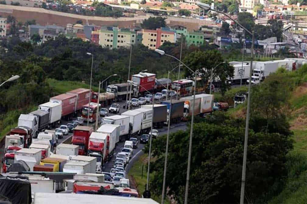 Brasil en crisis por paro de camioneros