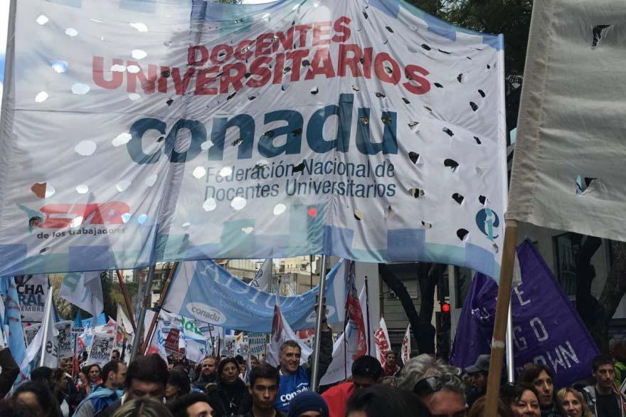 Conadu ratificó las huelgas de jueves y viernes contra el techo salarial