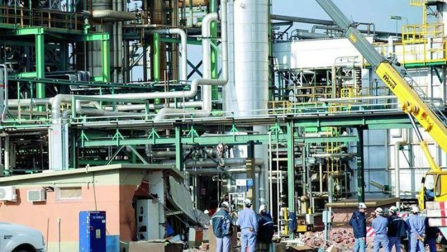 La refinería Trafigura paró cuatro unidades y hay temor de mil despidos