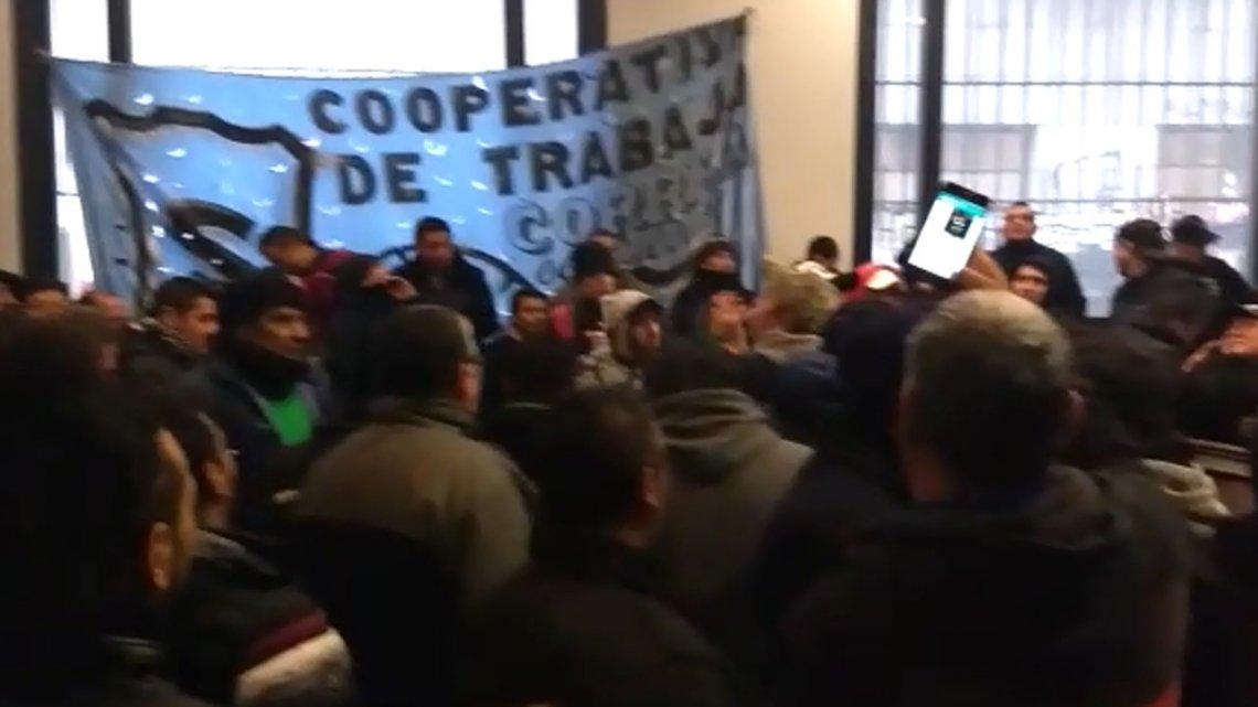 Cooperativistas ocuparon el Ministerio de Energía para protestar contra los tarifazos