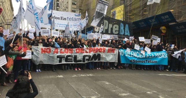 Multitudinaria movilización contra los despidos en Telam