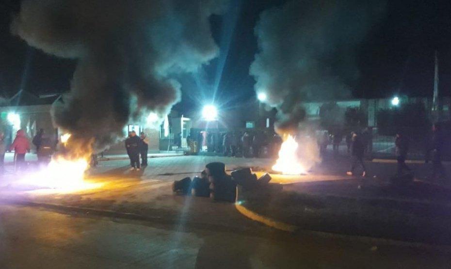 Ocupan la refinería Trafigura por el despido de 200 empleados