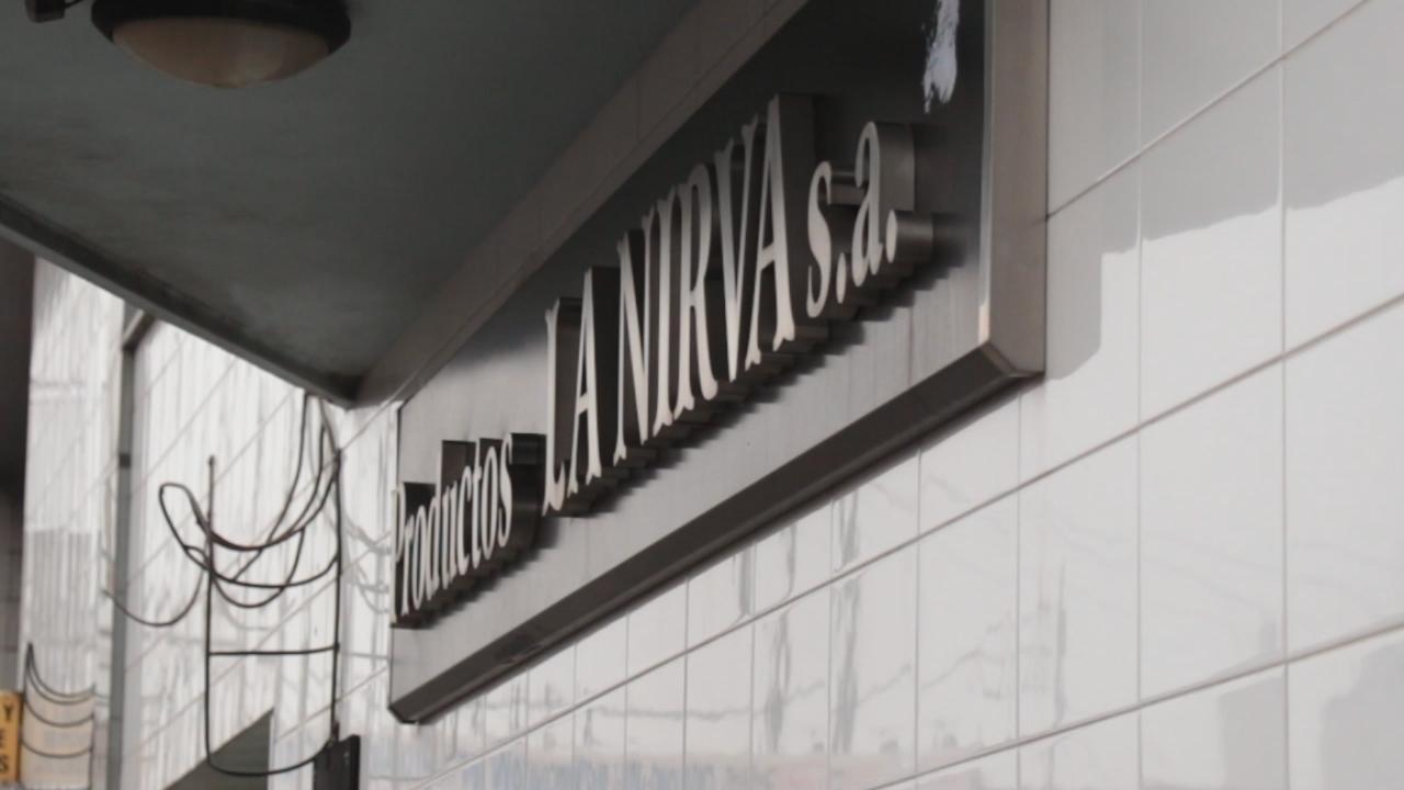 Más despidos en la fábrica de alfajores La Nirva