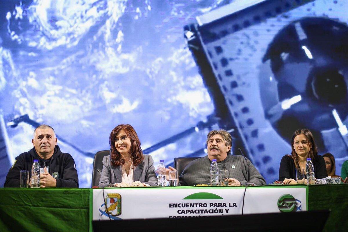 Fuerte impronta de género en el acto de Smata que reunió a Moyano y CFK