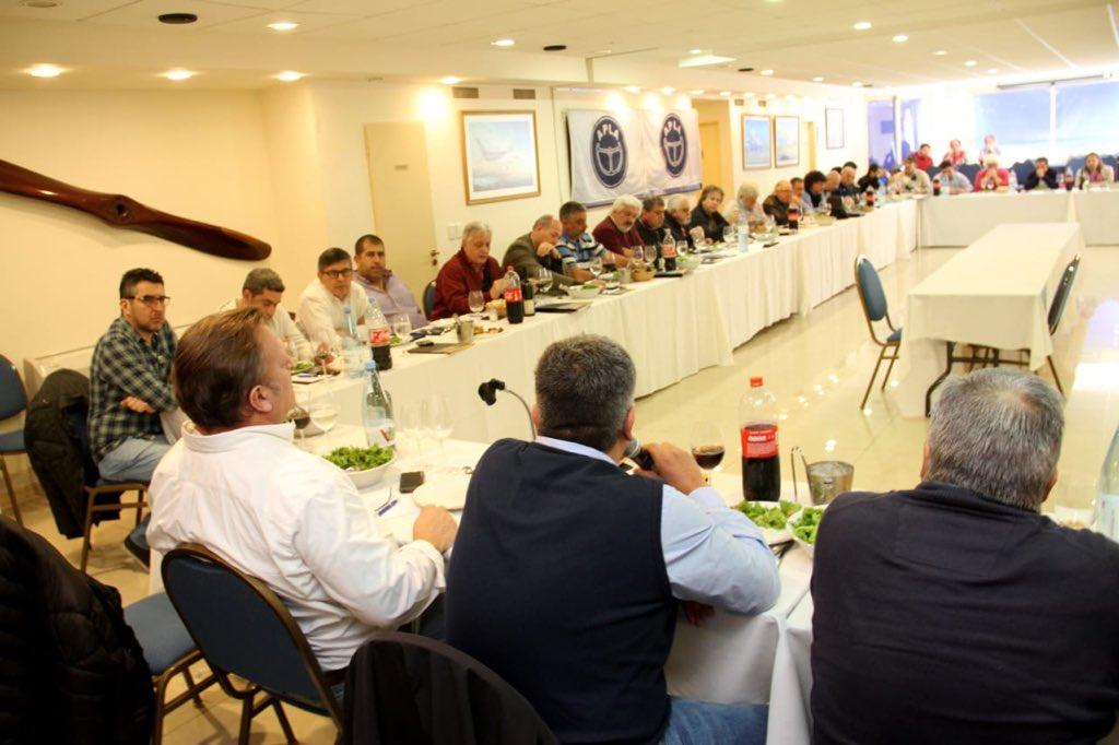 Moyano cierra filas con opositores y amenaza con romper la CGT de no haber elecciones
