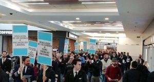 Aeronáuticos protestaron contra las políticas de flexibilidad de la actividad del Gobierno