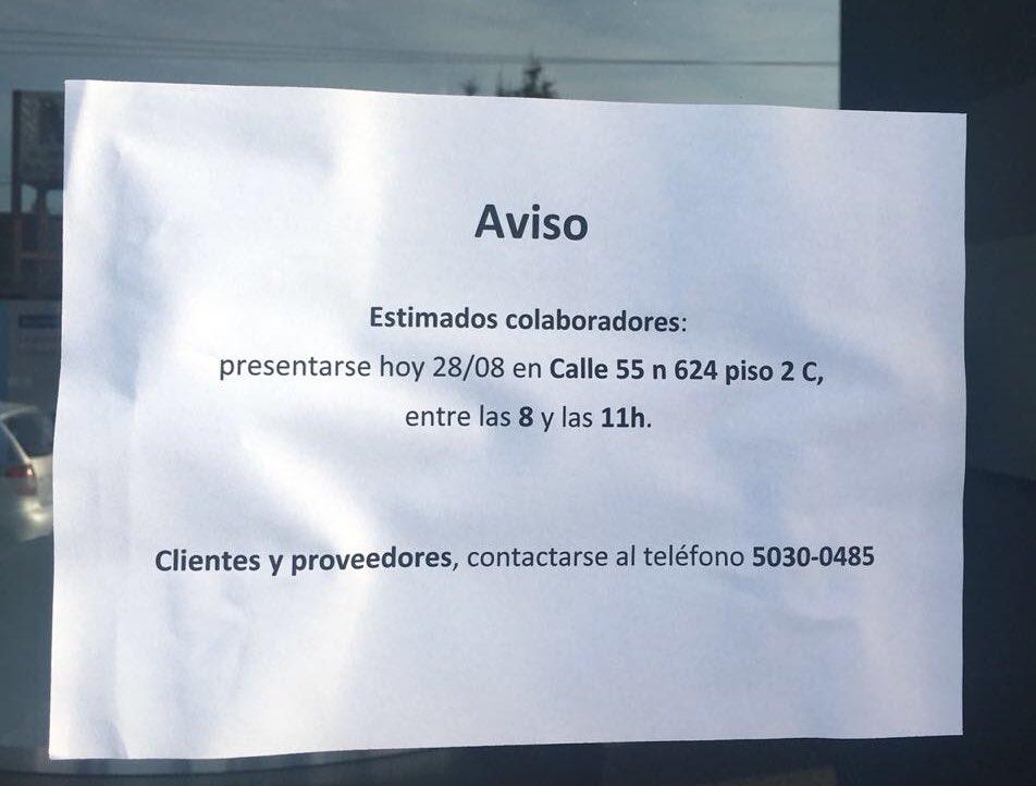 Mercedes Benz cerró su concesionaria en La Plata y comunicó los despidos con un papel en la puerta