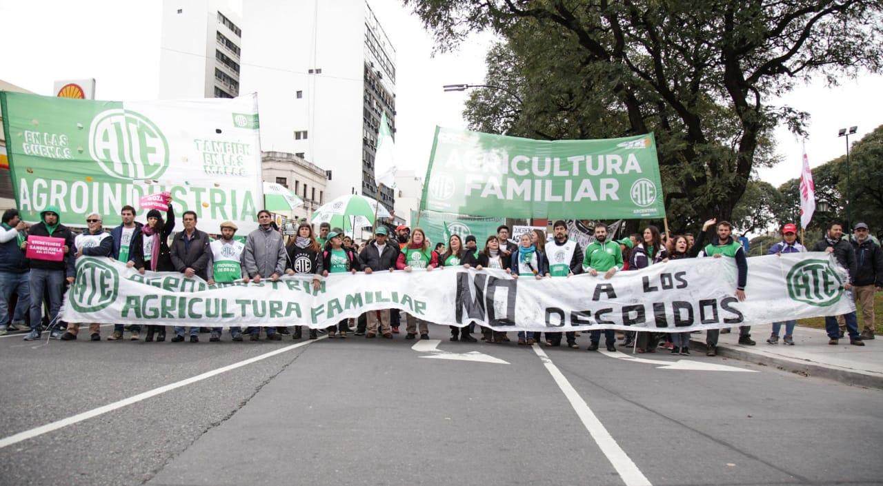 Masiva movilización contra los cientos de despidos en Agroindustria