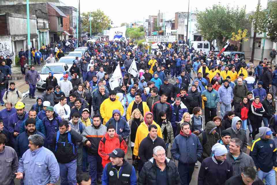 Ante el inminente vaciamiento, vuelven a marchar los trabajadores del Astillero Río santiago